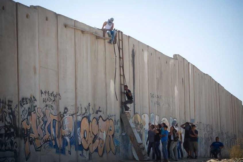 Muri, dannati della terra e urgenza del conflitto