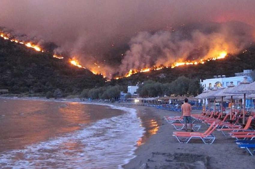 Dietro agli incendi non solo il dolo ma le politiche di austerità